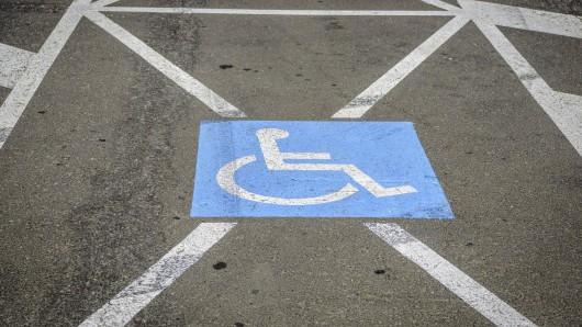In Salzgitter gab es Streit um einen Behindertenparkplatz (Symbolbild).