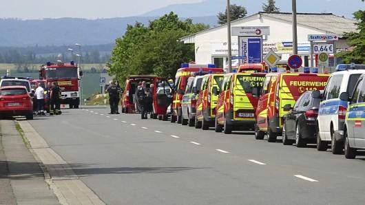 Ein Umkreis von 300 Metern um den Ort der Explosion sei evakuiert worden.