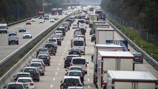Auf vielen Autobahnen in Niedersachsen droht über Christi Himmelfahrt Stau.