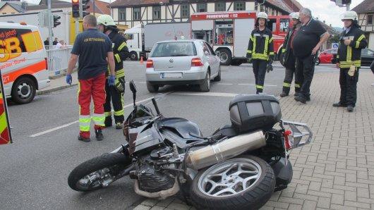 In Herzberg am Harz gab es Donnerstagmontag einen heftigen Unfall. Motorradfahrer wurde verletzt.