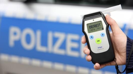 In Velpke hat die Polizei einen Autofahrer erwischt, der fast vier Promille intus hatte (Symbolbild).