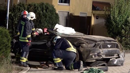 Für den Fahrer des Ford Mustangs kam jede Hilfe zu spät: Er verstarb noch am Unglücksort.
