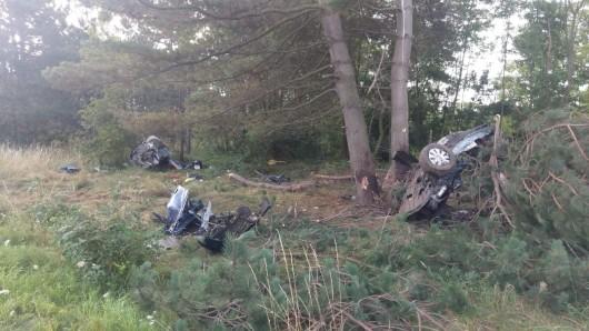 Bei einem grauenhaften Unfall auf einer Bundesstraße bei Goslar verloren zwei Insassen ihr Leben.