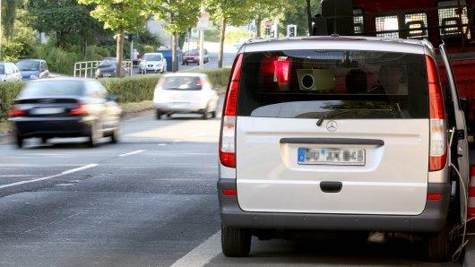Um die Verkehrssicherheit im Landkreis langfristig zu erhöhen, sind die landkreiseigenen Radarfahrzeuge der Straßenverkehrsabteilung regelmäßig in wechselnden Gemeinden im Einsatz (Symbolbild).