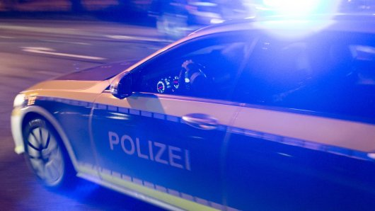 NRW: Ein Mann fährt im Kofferraum mit, danach passiert Schlimmes. (Symbolbild)