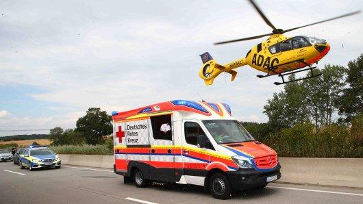 Auf der A7 ist am Sonntagmorgen an Mann aus Salzgitter in einen Unfall verwickelt worden. Ein Rettungshubschrauber war im Einsatz. (Symbolbild)