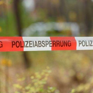 Ein dreijähriger Junge ist in Fintel (Landkreis Rotenburg/Wümme) auf einem Bauernhof von einem Arbeitsgerät erfasst und tödlich verletzt worden. (Symbolbild)