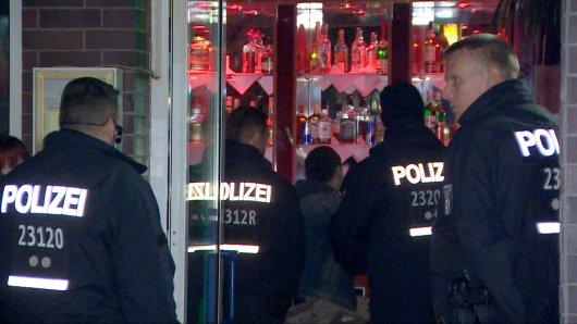 Die Polizei Niedersachsen will verstärkt gegen Clan-Kriminalität vorgehen. (Symbolbild)