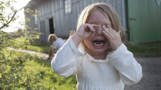 In Salzgitter hat ein Mann zwei Kinder dermaßen erschreckt, dass sie weinend zu ihren Eltern gelaufen sind. (Symbolbild)