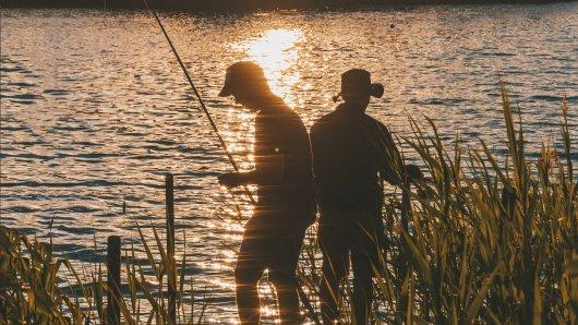 Angler aus Salzgitter haben einer Frau das Leben gerettet. Die 82-Jährige war in den Salzgittersee gefallen. (Symbolbild)