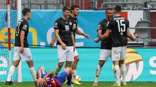 Eintracht Braunschweig jubelt über den dritten Sieg in Folge.