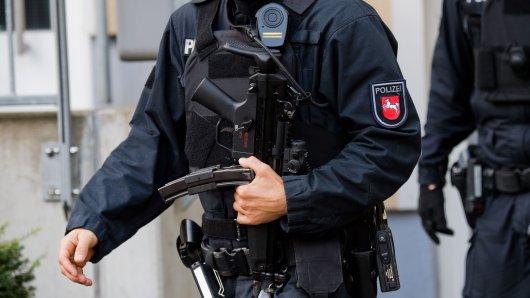 Ein SEK-Beamter aus Niedersachsen im Einsatz. (Archivbild)