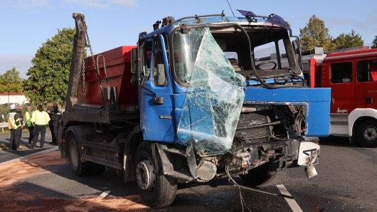 Bei dem Unfall im Kreis Peine wurden die beiden Fahrer der Lkw verletzt.