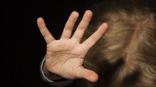 Das Landgericht Lüneburg hat einen Mann verurteilt, der ein Mädchen mehrfach sexuell missbraucht hatte. (Symbolbild)