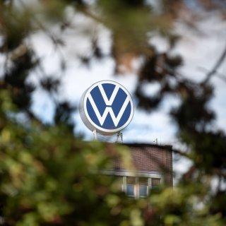 VW meldet einen Absatzeinbruch in den USA - BMW und Daimler dagegen legen stark zu. (Symbolbild)