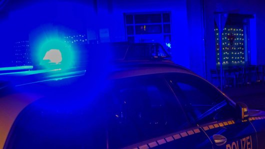 Brenzlige Situation für Polizeibeamte in Salzgitter: Ein Mann bedrohte sie mit einem Messer. (Symbolbild)