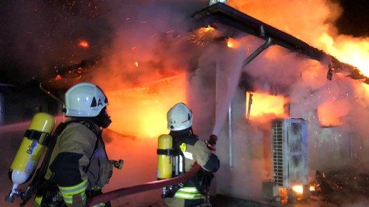 Die Feuerwehr musste in der Nacht einen Brand im Harz löschen.