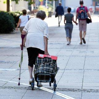 Eine Seniorin ist in Wolfenbüttel lebensbedrohlich verletzt worden.