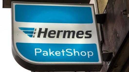 Ist keiner zu Hause, landet das Paket meist auch mal im Hermes-Shop. Doch das ist nicht immer so... (Symbolbild)