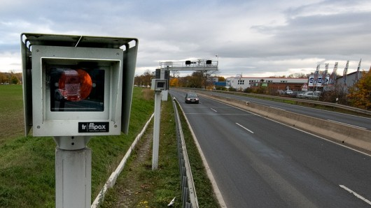 Streckenradar Section Control - die Anlage steht an der B6 bei Laatzen in der Region Hannover.