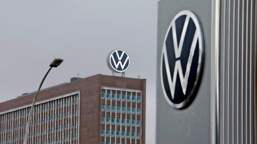 Am Dienstag gab es eine Razzia bei VW. (Symbolbild)