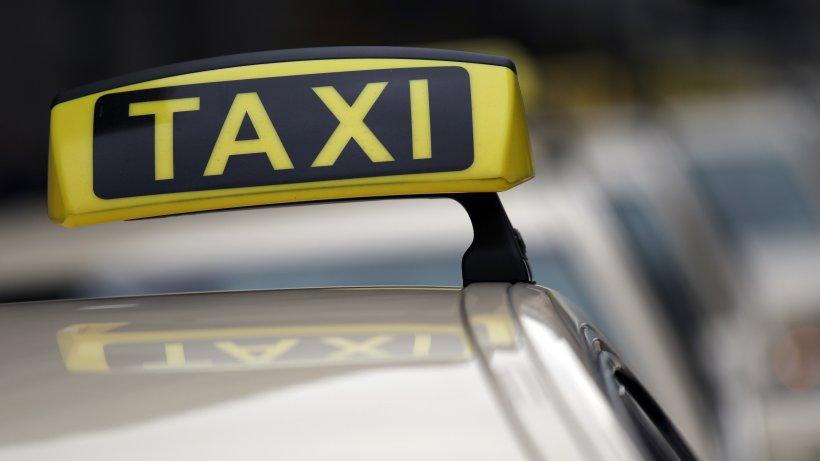 Braunschweig: Fahrgast setzt Notruf ab! Taxi fährt Schlangenlinien – aus einem dramatischen Grund