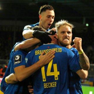 Eintracht Braunschweig bezwingt zuhause den FSV Zwickau.