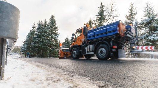 Autofahrer in Niedersachsen, wie hier im Harz, müssen sich Sonntagnacht nochmal auf glatte Straßen einstellen.
