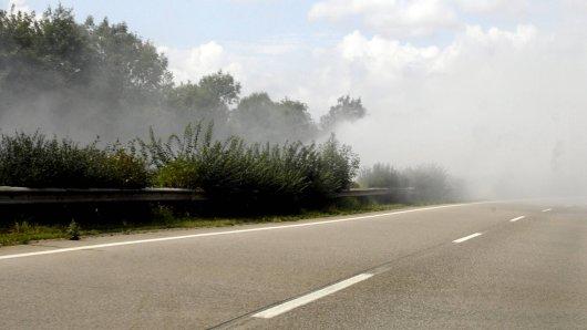 Dichter Rauch vernebelte Autofahrern auf der A30 Hannover - Amsterdam die Sicht.