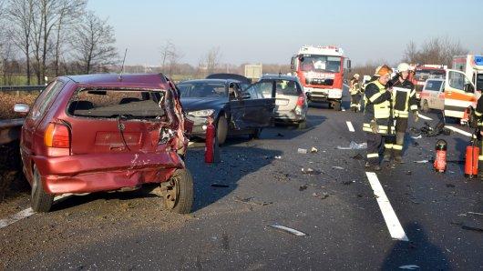 Auf der A36 bei Wolfenbüttel sind gleich mehrere Fahrzeuge am Freitagnachmittag zusammengestoßen.