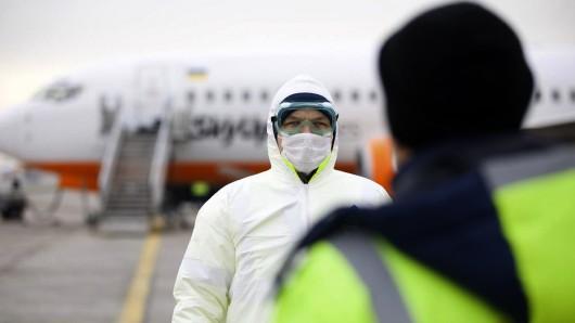 Coronavirus: In der Ukraine wurden China-Rückkehrer mit Steinen beworfen.