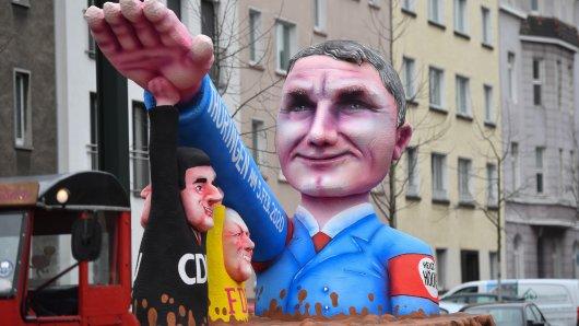 Björn Höcke mit Hitlergruß beim Karneval in Düsseldorf.