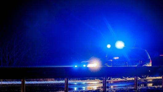 Bei einem Unfall im Harz sind zwei Männer schwer verletzt worden. Die Polizei vermutet, dass Alkohol im Spiel war. (Symbolbild)