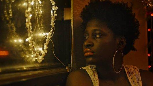 """Rita aus Nigeria sitzt in ihrem """"Lovemobil"""" – bis der nächste Mann anklopft..."""