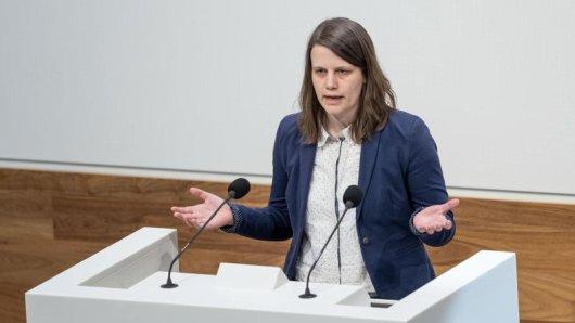 Julia Willie Hamburg (Bündnis90/Die Grünen) spricht im Plenarsaal im Landtag.