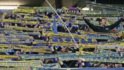 Der FanRat von Eintracht Braunschweig spricht sich gegen die Fortsetzung der 3. Liga aus.