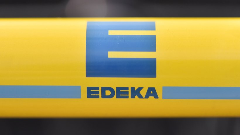 Edeka-Kundin verweigert Einkaufswagen – dann verletzt sie die Kassiererin