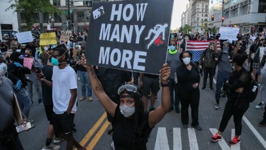 In den USA gibt es weitere Ausschreitungen bei Protesten.