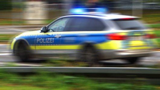 Mitten in Braunschweig hat es eine Verfolgungsfahrt gegeben. Der Fahrer eines Mercedes wollte sich nicht von der Polizei kontrollieren lassen und gab stattdessen Vollgas... (Symbolbild)