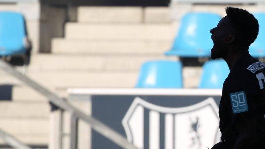 Merveille Biankadi (Eintracht Braunschweig) bejubelt seinen Treffer zum 2:0.