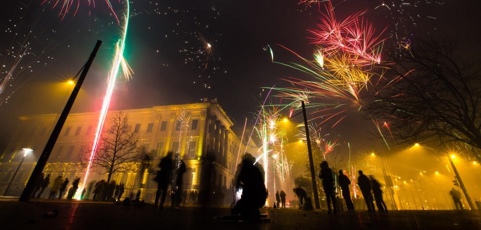 Vor dem Schloss in Braunschweig kam es in der Silvesternacht 2018 zu schlimmen Ereignissen. Noch immer fehlt von dem Täter jede Spur... (Archivbild)