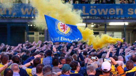 Eintracht Braunschweig ist wieder zweitklassig! Die Aufstiegsfeier war rauschend. Und genau deswegen gibt es jetzt auch Kritik.
