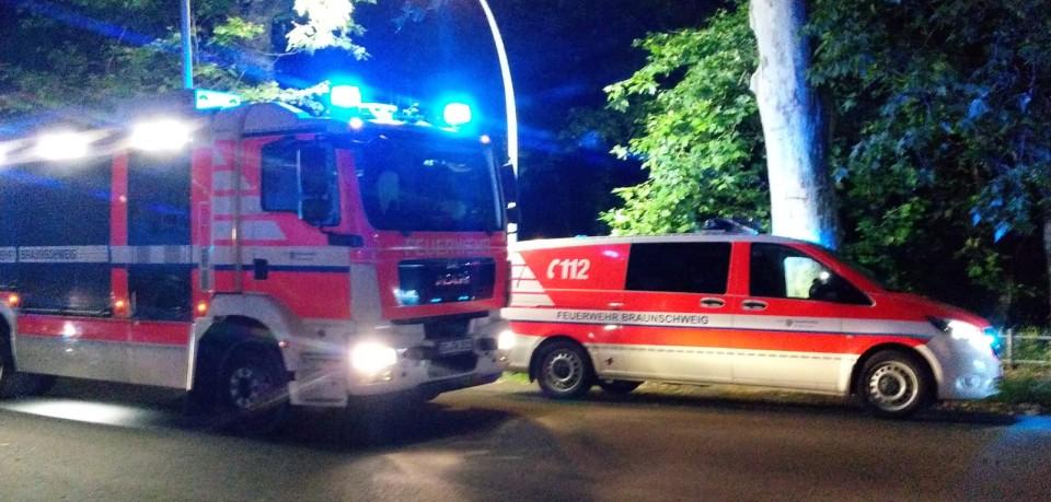Die Feuerwehr Braunschweig wurde am Donnerstagabend ans Oker-Ufer gerufen. Dort gebe es einen Wasser-Unfall, hieß es...