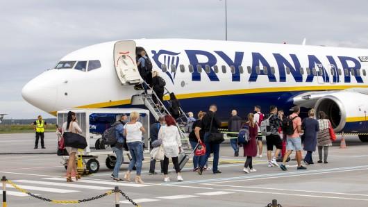 Der Fluggesellschaft Ryanair könnten drastische Konsequenzen drohen.