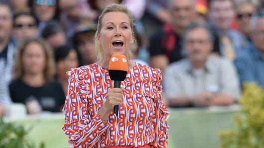 """Jetzt wagt sich auch """"Fernsehgarten""""-Moderatorin Andrea Kiewel ans Singen."""