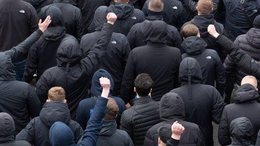 Im März 2019 haben sich in München Byern- und Wolfsburg-Hooligans geprügelt. Das hat inzwischen Konsequenzen... (Symbolbild)