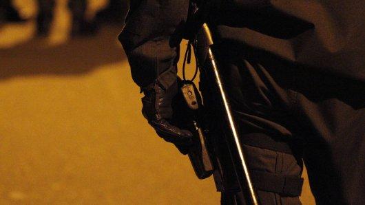 Polizeibeamte aus Braunschweig haben einen brenzligen Einsatz hinter sich. Beinahe hätten sie geschossen... (Symbolbild)