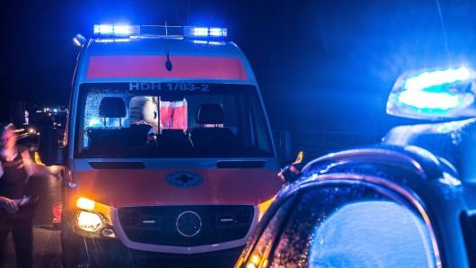Auf der A39 bei Braunschweig hat es einen Regen-Unfall gegeben. Vier Menschen wurden verletzt, darunter zwei Kleinkinder. (Symbolbild)