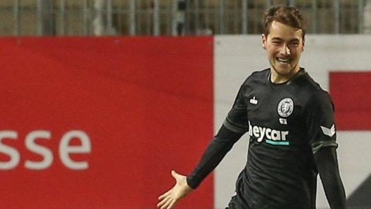 Yari Otto bejubelt seinen späten Treffer für Eintracht Braunschweig beim SV Sandhausen. Er stand 42 Sekunden auf dem Platz. Dann erzielte er das Tor.