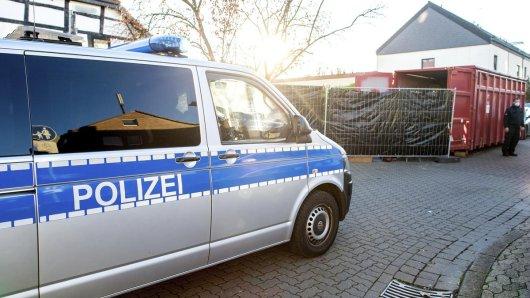 Mit einem Großaufgebot schlug die Polizei in Laatzen bei Hannover auf.